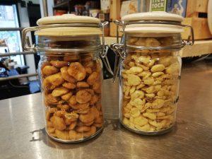 Kilner jars with snacks